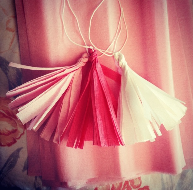 DIY Tissue paper garland | seefoodplay.com