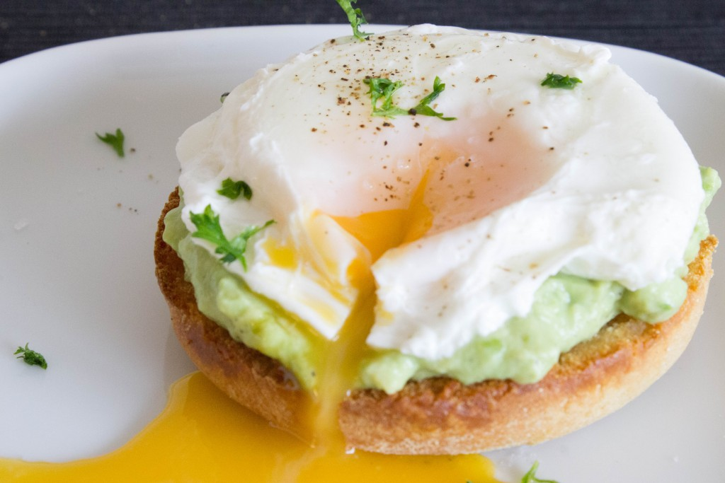Avocado and poached egg breakfast toasts | seefoodplay.com