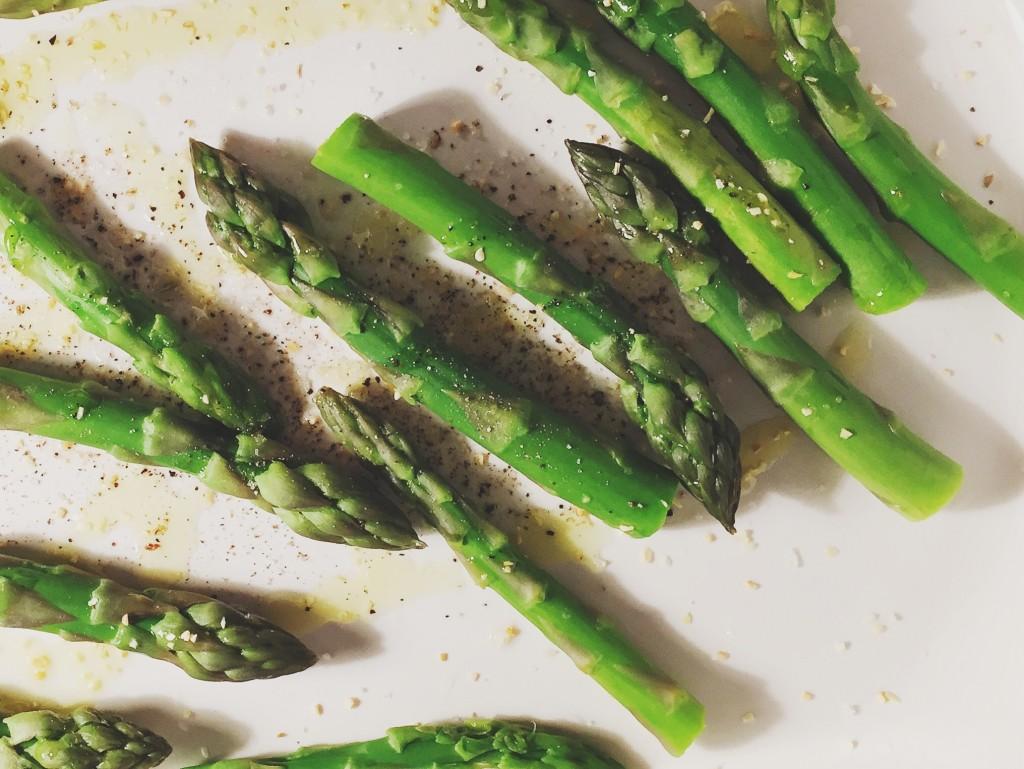 Oven-roasted asparagus | seefoodplay.com