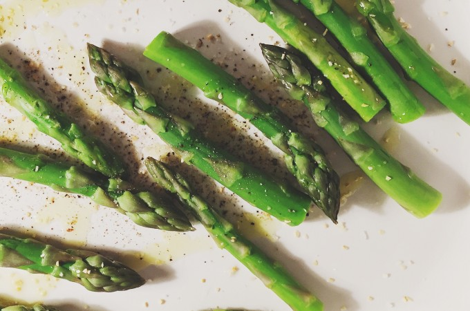 Oven-roasted asparagus with garlic