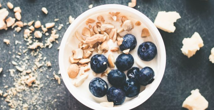 Blueberry & Cashew Greek yogurt bowl
