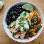 seefoodplay | healthy chicken fajita bowls