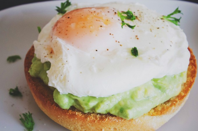 Avocado and poached egg breakfast toasts | seefoodplay.com