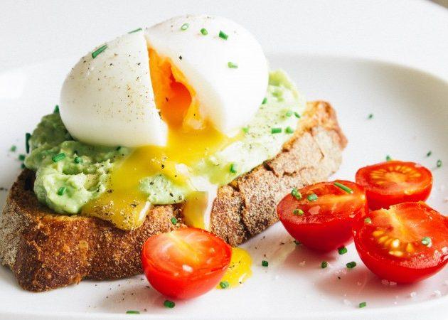 Avocado & soft-boiled egg toasts | seefoodplay.com