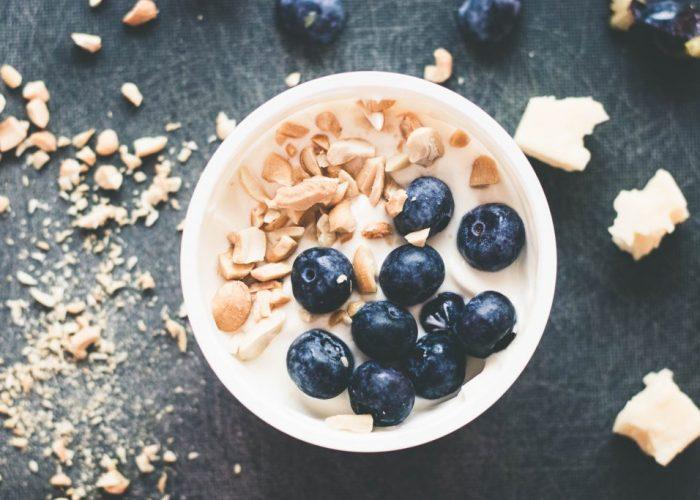 Blueberry & Cashew greek yogurt bowls | seefoodplay.com